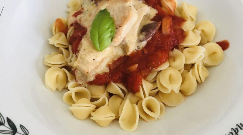 Pâtes au poulet et à la sauce tomate