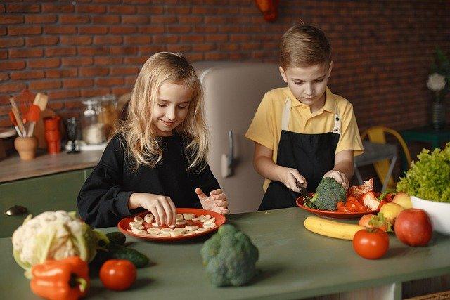 enfants mangent légumes